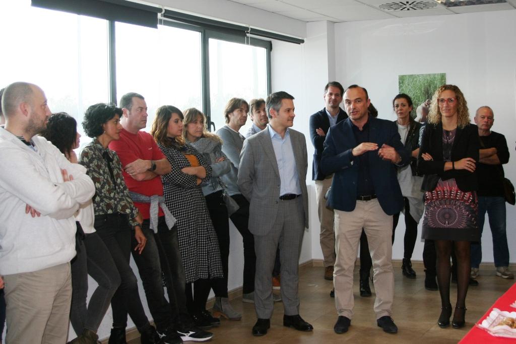 Visita de l'alcalde del Masnou, Jaume Oliveras, i la regidora de Promoció Econòmica, Sílvia Folch a la fàbrica de Nextil Group (Dogi).